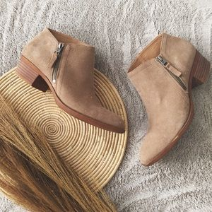 LUCKY BRAND | Tan suede booties